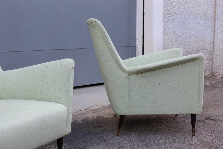 Pair of Armchairs Midcentury Italian Design Wood Feet Brass Green Gio Ponti In Good Condition For Sale In Palermo, Sicily