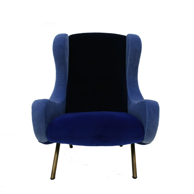 Pair of model seats designed by Marco Zanuso in 1958 and edited by Artflex. Structure made of solid wood, upholstered in cotton velvet in different blue colors by Pierre Frey with legs made of brass.