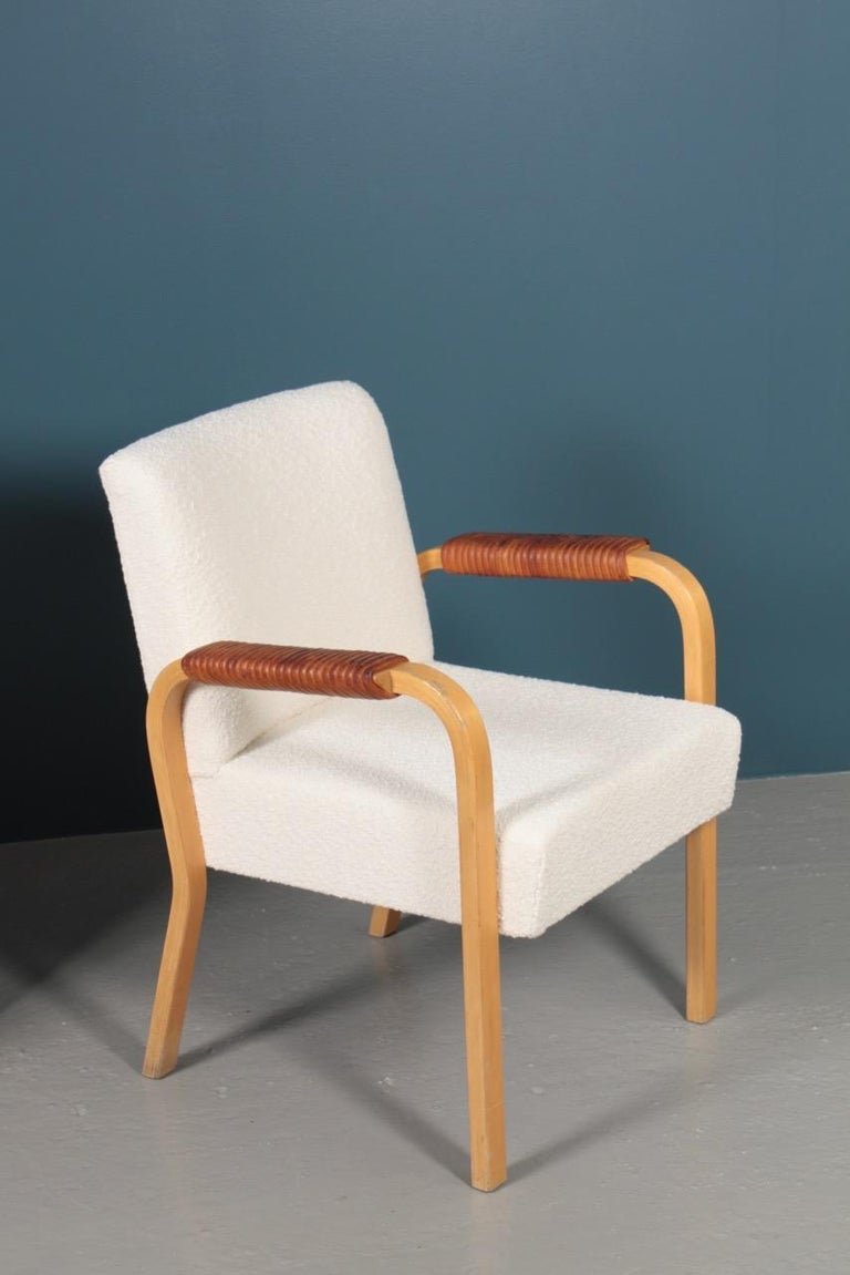 Mid-20th Century Pair of Armchairs with Bouclé and Patinated Leather by Alvar Aalto, 1950s For Sale