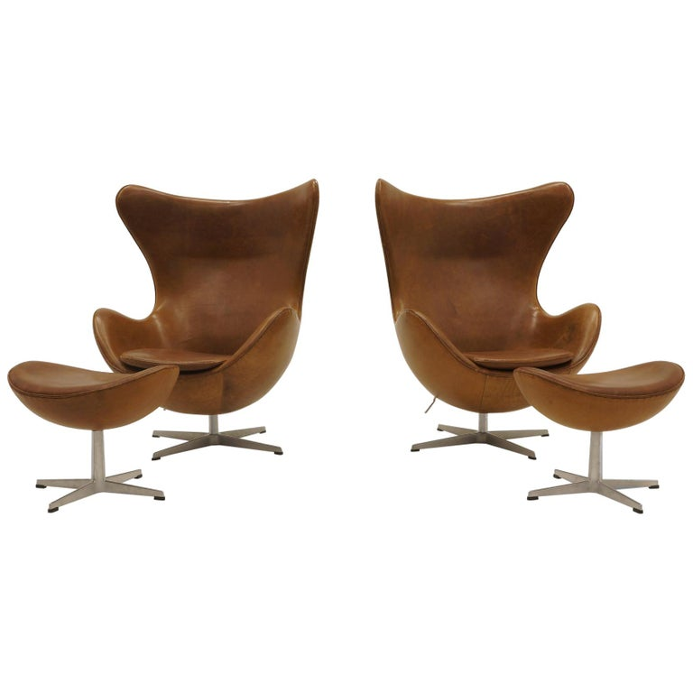 Egg Chair Cognac.Pair Arne Jacobsen Egg Chairs With Ottomans Cognac Leather Price