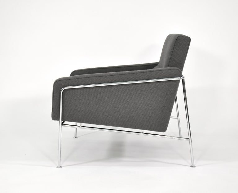 Pair of Arne Jacobsen for Fritz Hansen Series 3300 Gray Lounge Chairs For Sale 3