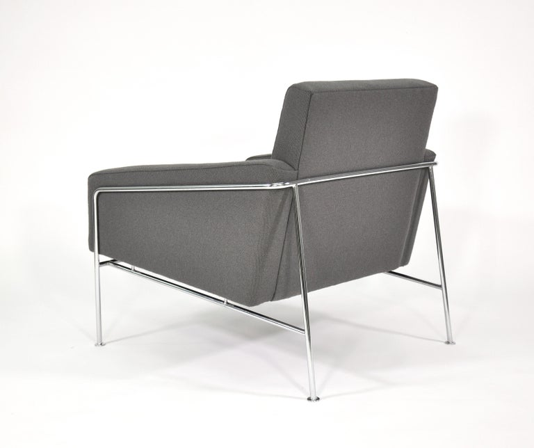 Pair of Arne Jacobsen for Fritz Hansen Series 3300 Gray Lounge Chairs For Sale 4