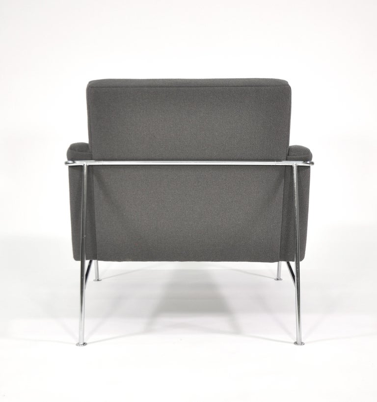 Pair of Arne Jacobsen for Fritz Hansen Series 3300 Gray Lounge Chairs For Sale 5