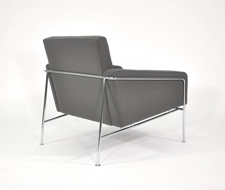 Pair of Arne Jacobsen for Fritz Hansen Series 3300 Gray Lounge Chairs For Sale 6
