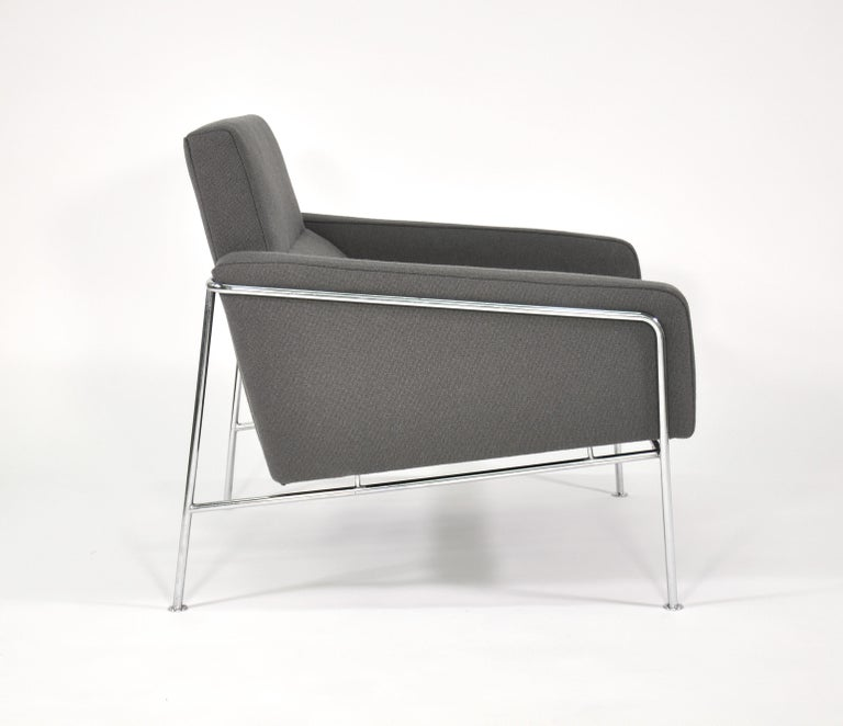 Pair of Arne Jacobsen for Fritz Hansen Series 3300 Gray Lounge Chairs For Sale 7