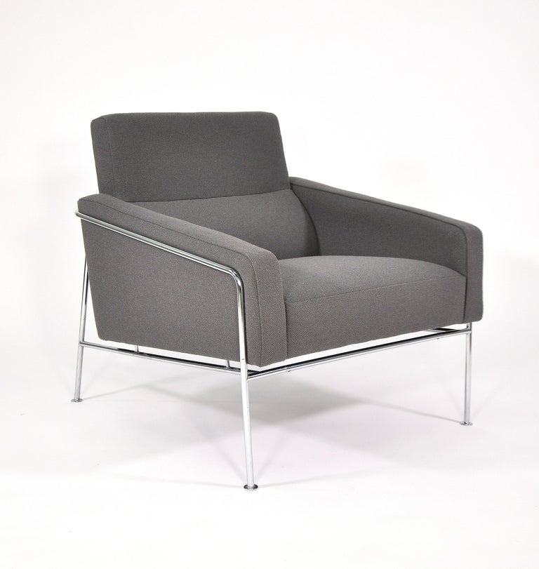 Pair of Arne Jacobsen for Fritz Hansen Series 3300 Gray Lounge Chairs For Sale 8