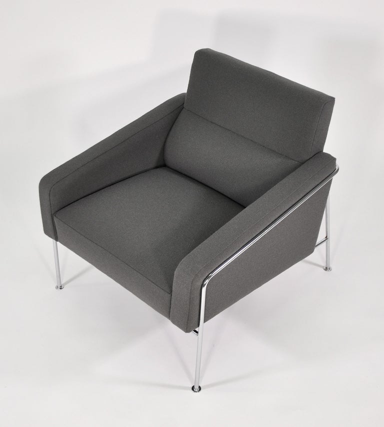 Pair of Arne Jacobsen for Fritz Hansen Series 3300 Gray Lounge Chairs For Sale 9