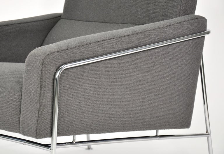 Pair of Arne Jacobsen for Fritz Hansen Series 3300 Gray Lounge Chairs For Sale 10