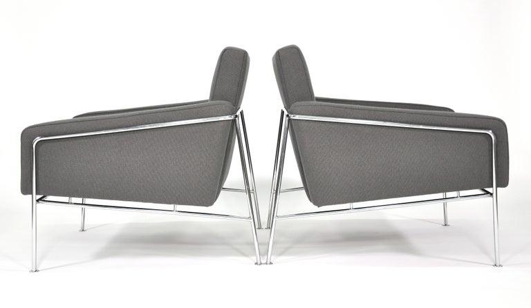 Danish Pair of Arne Jacobsen for Fritz Hansen Series 3300 Gray Lounge Chairs For Sale