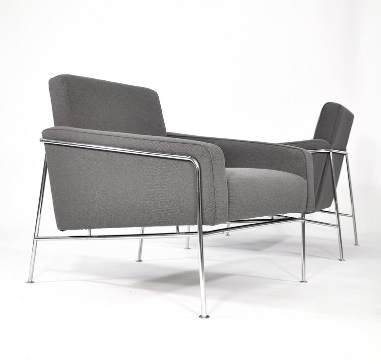 Fabric Pair of Arne Jacobsen for Fritz Hansen Series 3300 Gray Lounge Chairs For Sale