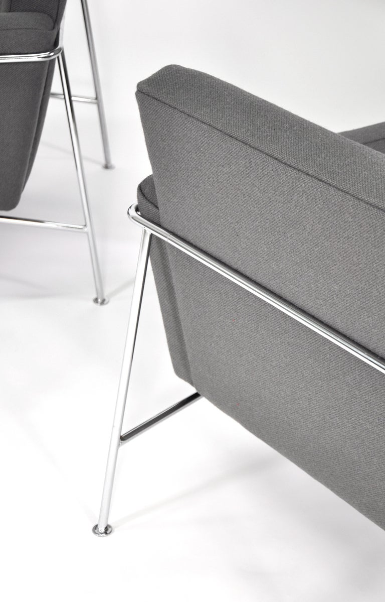 Pair of Arne Jacobsen for Fritz Hansen Series 3300 Gray Lounge Chairs For Sale 1