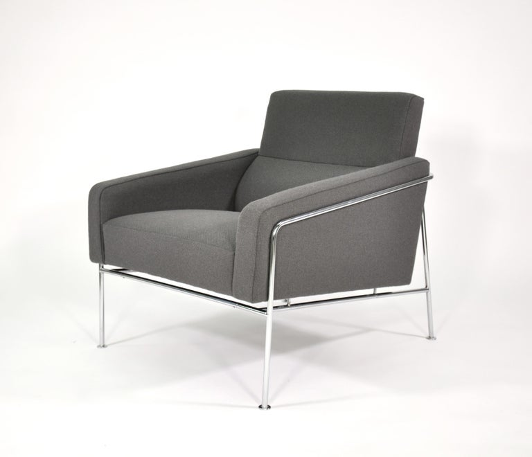 Pair of Arne Jacobsen for Fritz Hansen Series 3300 Gray Lounge Chairs For Sale 2
