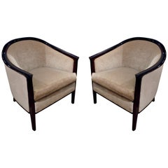Ein Paar Barrel Back Loungesessel mit Mahagoni Rahmen im Art déco Stil, 1930er