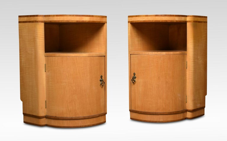 20th Century Pair of Art Deco Bedside Cabinets For Sale