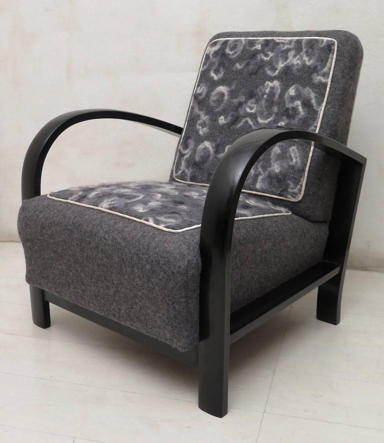 Mid-20th Century Pair of Art Deco Black Shellac and Wool Italian Armchairs, 1940 For Sale