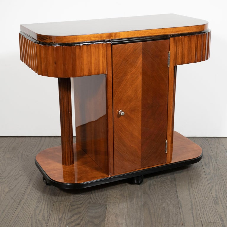 Pair of Art Deco Book-Matched Walnut and Black Lacquer Machine Age End Tables In Excellent Condition For Sale In New York, NY