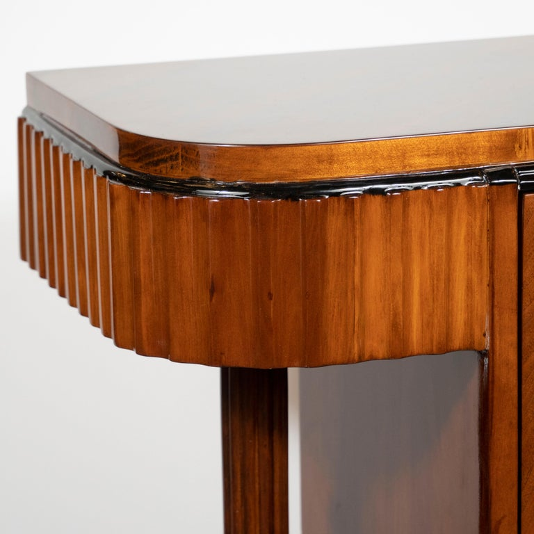 Mid-20th Century Pair of Art Deco Book-Matched Walnut and Black Lacquer Machine Age End Tables For Sale