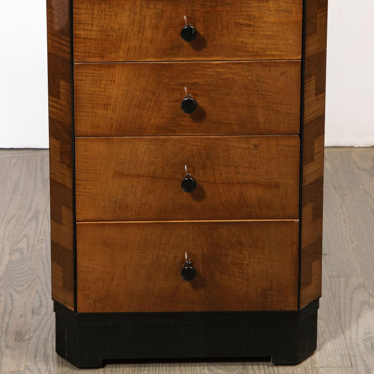 Pair of Art Deco Bookmatched Amboyna & Burled Elm Nightstands with Cubist Detail In Excellent Condition For Sale In New York, NY