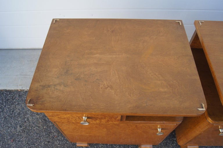 Pair of Art Deco Burl Wood Nightstands In Good Condition For Sale In Boston, MA