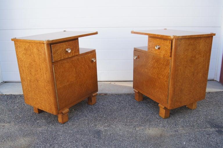 Pair of Art Deco Burl Wood Nightstands For Sale 1