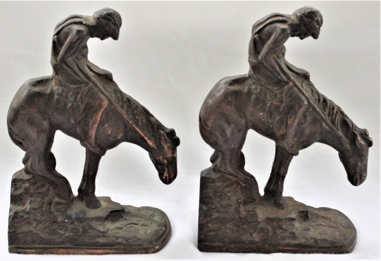 Pair of Art Deco Cast Bronzed Metal Western Cowboy Themed Sculptural Bookends In Good Condition For Sale In Hamilton, Ontario