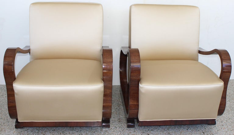 20th Century Pair of Art Deco Club Chairs Attributed to Jindřich Halabala For Sale
