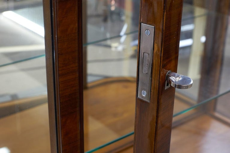 Art Deco French Vitrine in Walnut In Excellent Condition For Sale In Houston, TX