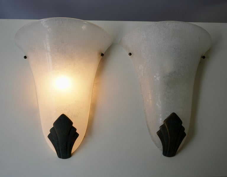 French Pair of Art Deco Frosted Glass and Bronze Wall Lights Sconces For Sale