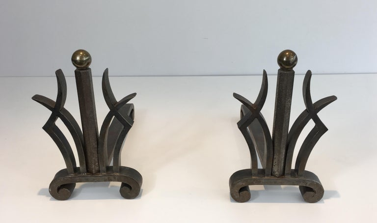 Pair of Art Deco Hammered Wrought Iron and Brass Andirons, French, circa 1930 In Good Condition For Sale In Marcq-en-Baroeul, FR