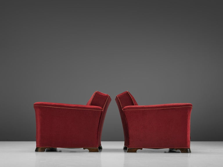 Pair of Art Deco Lounge Chairs in Red Velours In Good Condition For Sale In Waalwijk, NL