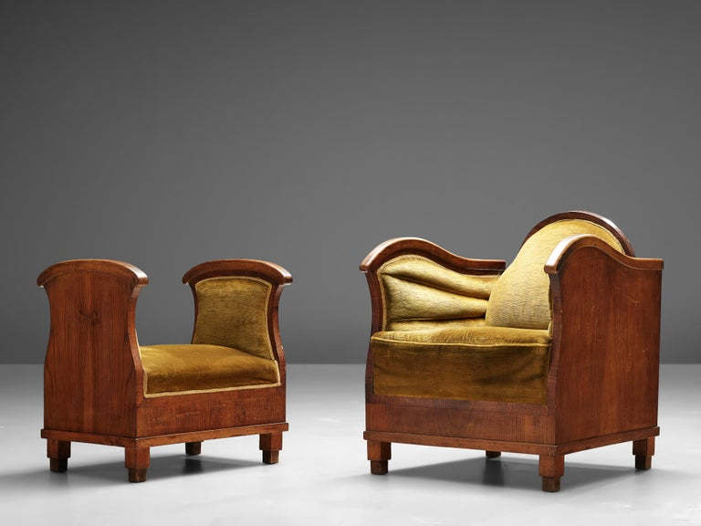 Pair of Art Deco Lounge Chairs in Velvet Upholstery In Good Condition For Sale In Waalwijk, NL