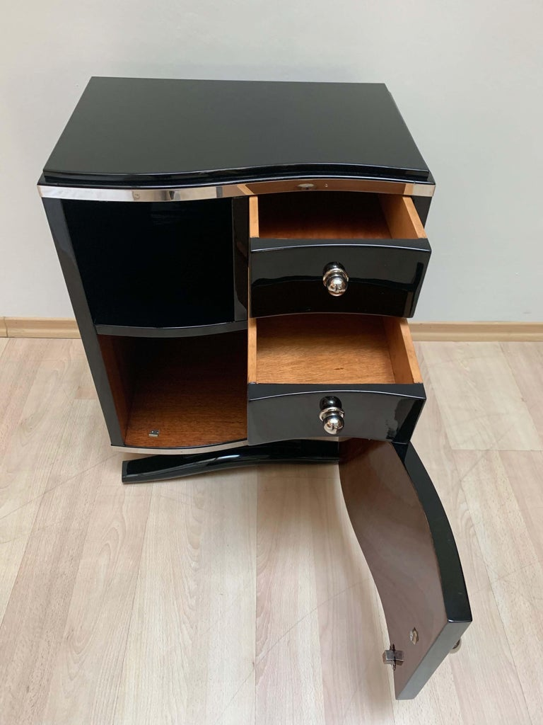 Pair of Art Deco Nightstands, Black Lacquer and Chrome, France, circa 1930 4