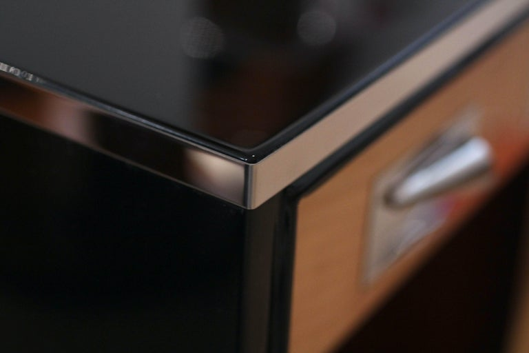 Pair of Art Deco Nightstands, Maple and Chrome, France, circa 1940 For Sale 4