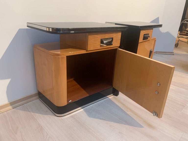 Pair of Art Deco Nightstands, Maple and Chrome, France, circa 1940 In Good Condition For Sale In Regensburg, DE