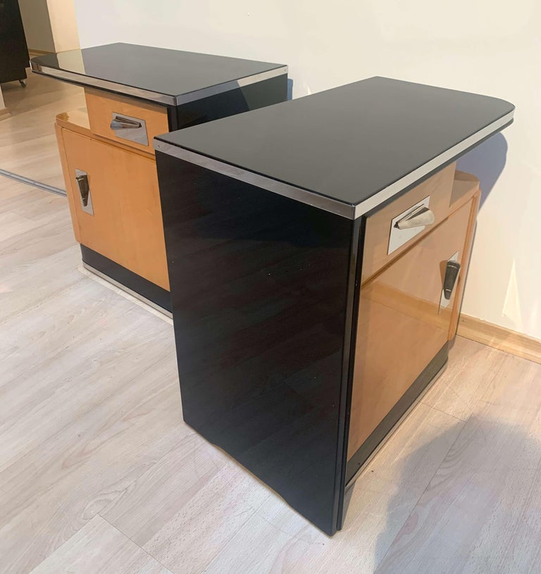 Pair of Art Deco Nightstands, Maple and Chrome, France, circa 1940 For Sale 1
