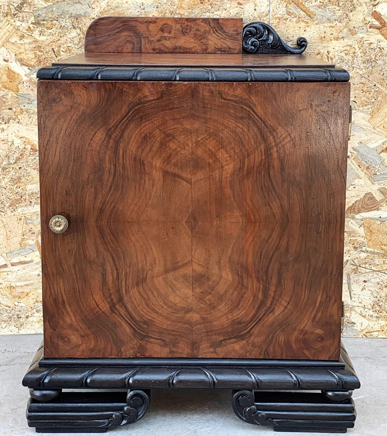 Pair of Art Deco Side Cabinets or Nightstands with Ebonized Base In Good Condition For Sale In Miami, FL
