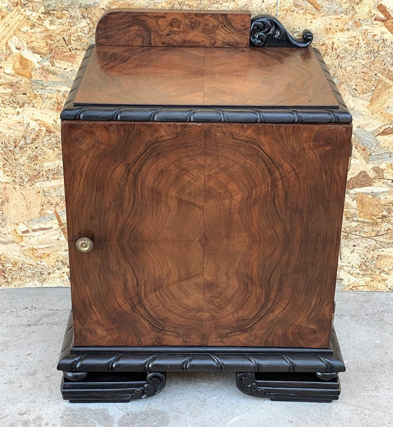20th Century Pair of Art Deco Side Cabinets or Nightstands with Ebonized Base For Sale