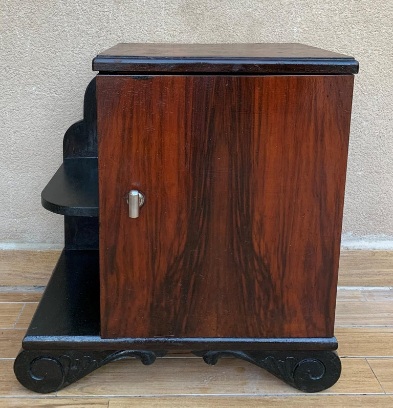 French Pair of Art Deco Side Cabinets or Nightstands with Ebonized Base and Burl Walnut For Sale