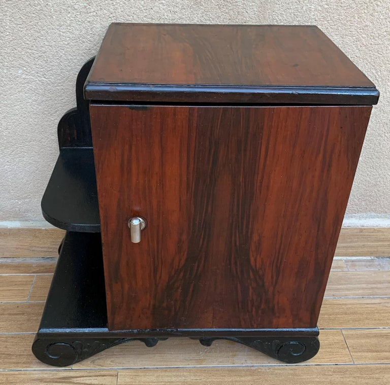 Pair of Art Deco Side Cabinets or Nightstands with Ebonized Base and Burl Walnut In Good Condition For Sale In Miami, FL