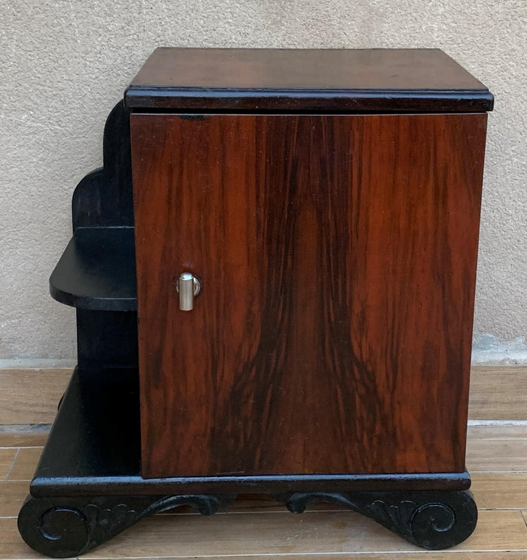 20th Century Pair of Art Deco Side Cabinets or Nightstands with Ebonized Base and Burl Walnut For Sale