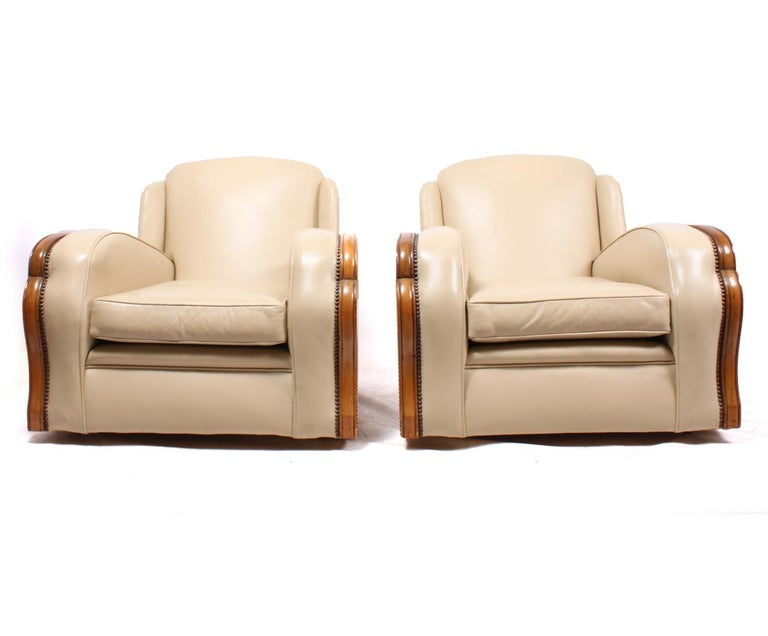 Pair of Art Deco Tank Armchairs in Leather 3