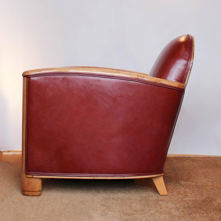 Pair of Art Deco Tub Chairs In Good Condition For Sale In Forest Row, East Sussex