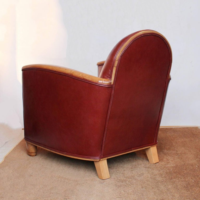 Mid-20th Century Pair of Art Deco Tub Chairs For Sale