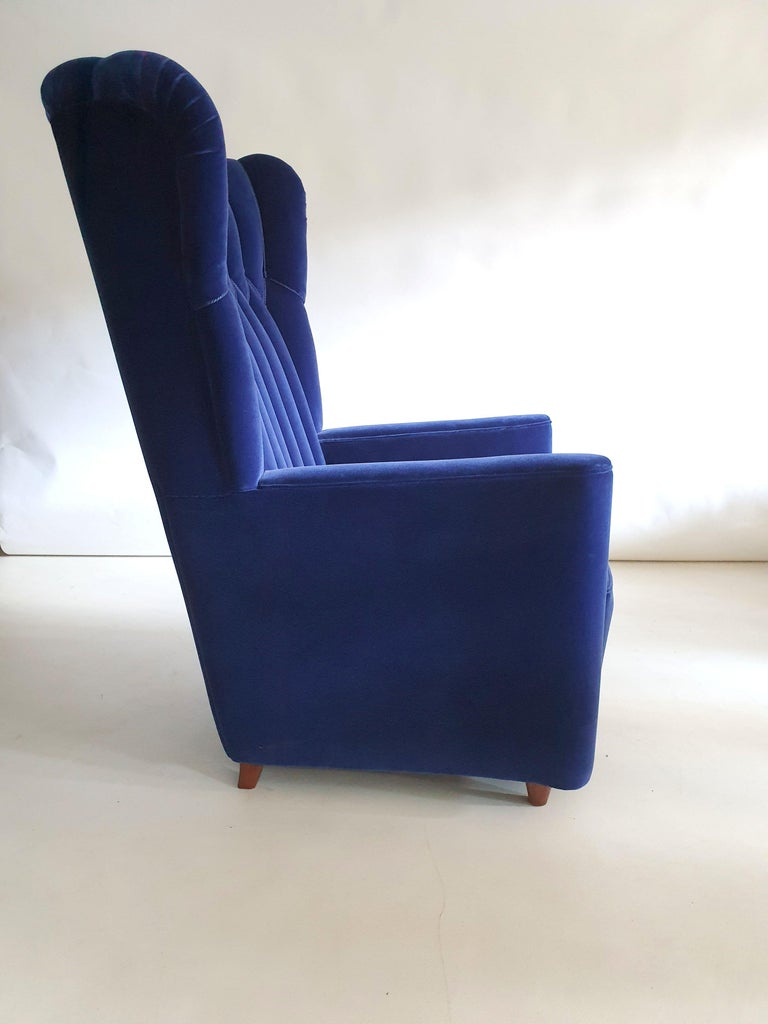 Pair of  Art Deco Velvet Covered Armchairs attributed to Guglielmo Ulrich For Sale 3