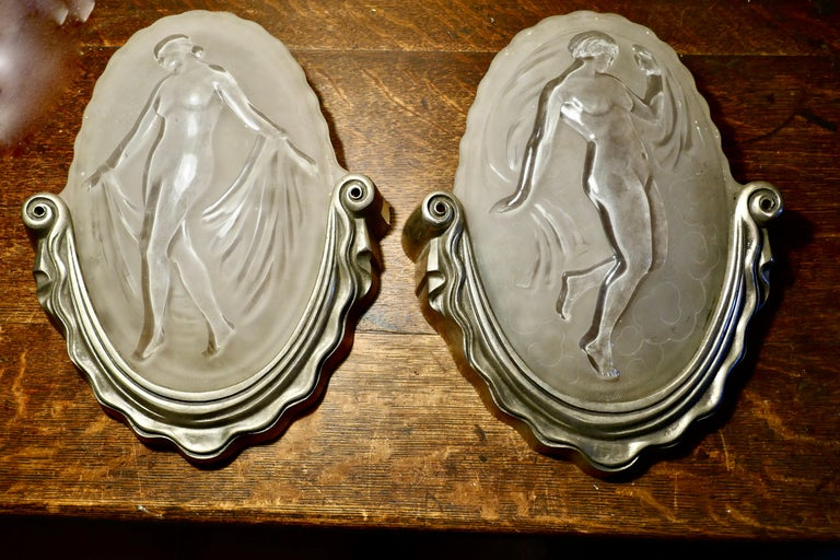 Pair of Art Deco Wall Light Shades by Muller Freres Luneville For Sale 2
