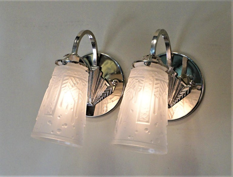 Pair of French Art Deco wall sconces wit geometric glass and nickel on bronze frame. The back plate is 5