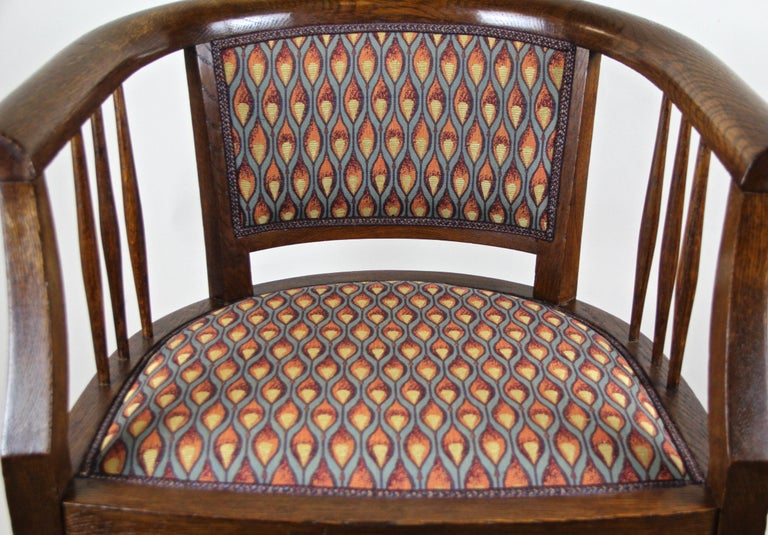Pair of Art Nouveau Armchairs Newly Upholstered, Austria, circa 1910 For Sale 4