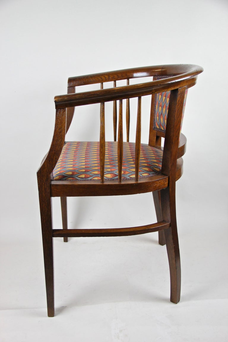 Pair of Art Nouveau Armchairs Newly Upholstered, Austria, circa 1910 In Good Condition For Sale In Linz , AT