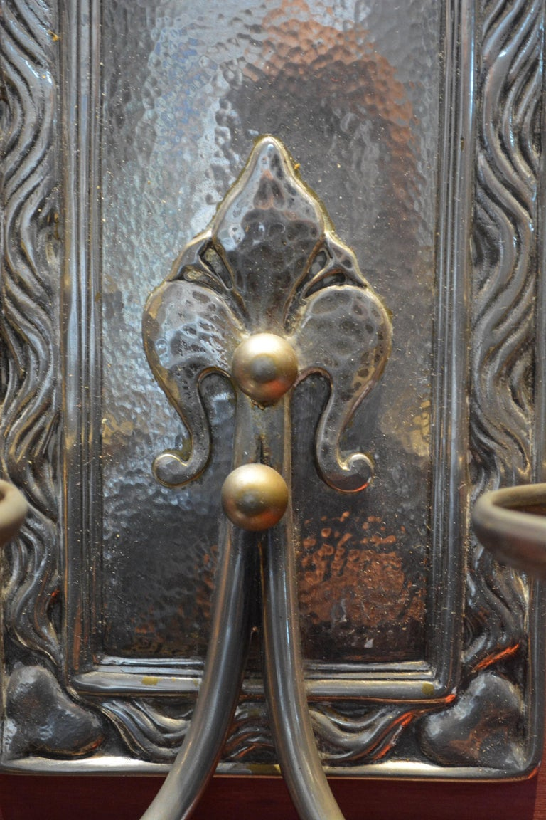 Pair of Art Nouveau Hammered Silver Plated Bronze Wall Light In Good Condition For Sale In Fiumicino, Rome