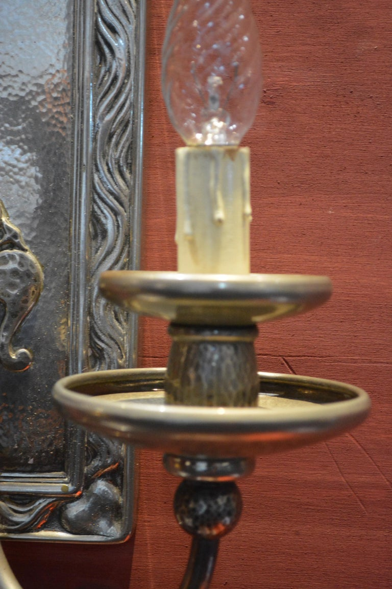 Early 20th Century Pair of Art Nouveau Hammered Silver Plated Bronze Wall Light For Sale